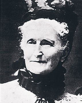 portrait en noir et blanc de la représentante Avon, Madame Albee